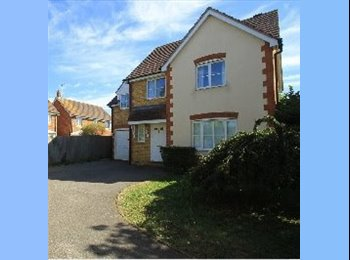 EasyRoommate UK - Spacious double, Quiet, tidy, detached, cul-de-sac - Kemsley, Sittingbourne - £428 pcm