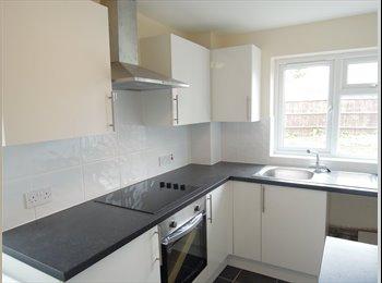 EasyRoommate UK - Modern room with en-suite - Old Town, Stevenage - £450 pcm
