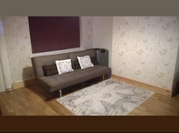 EasyRoommate UK - quite room 2 let - Feltham, London - £380 pcm