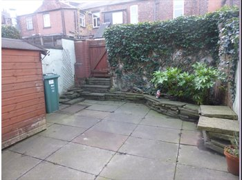 EasyRoommate UK - DOUBLE ROOM TO LET IN 2 BED HOUSE, WHITEFIELD, MANCHESTER - Prestwich, Manchester - £315 pcm
