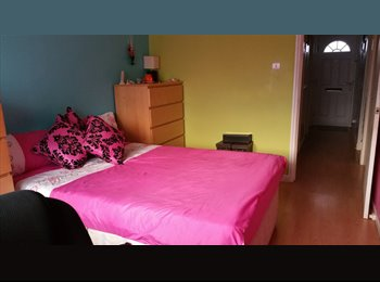 EasyRoommate UK - SPACIOUS DOUBLE ROOM TO RENT IN A QUIET AND LOVELY NEIGHBOURHOOD - Manor Park, London - £480 pcm