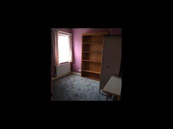 EasyRoommate UK - Double Room in Hayes Middx - Hayes, London - £500 pcm