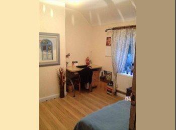 EasyRoommate UK - Room for Rent - Northolt, London - £450 pcm