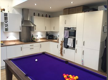 EasyRoommate UK - Dbl room short walk from city centre. Gorgeous house - Higher Broughton, Salford - £500 pcm