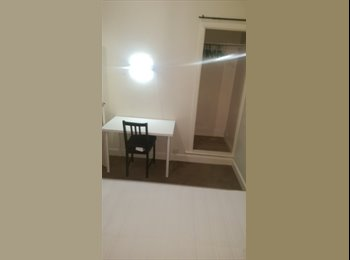 EasyRoommate UK - Coventry Modern Spacious Refurbished Rooms Available  Double Bed Bills Included! - Stoke, Coventry - £450 pcm