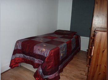 EasyRoommate UK - Cozy and Comfy Room available - Enfield, London - £400 pcm