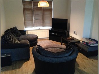 EasyRoommate UK - ***LARGE DOUBLE BEDROOM FULLY FURNISHED TO RENT BILLS INCLUDED*** - Knighton, Leicester - £520 pcm