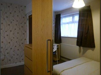 Modern double room in 3 bedroom house-share for female...