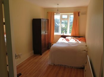 EasyRoommate UK - South facing double room , 3 mins  from Brixton tube. - Stockwell, London - £750 pcm