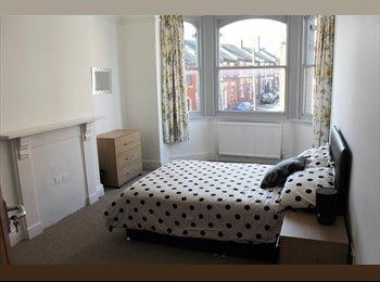 EasyRoommate UK - 2 x En-suites | 2 x Doubles | Professional Houseshare  - Stoke-on-Trent, Stoke-on-Trent - £380 pcm
