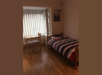 LARGE SINGLE/TWIN room available