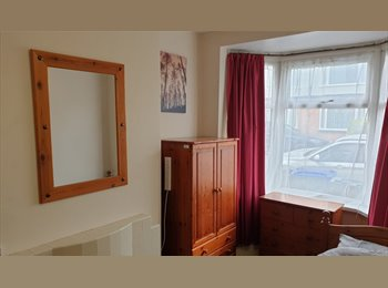 EasyRoommate UK - Lovely Double Room inc Internet and Bills close to Cov Uni - Stoke, Coventry - £350 pcm