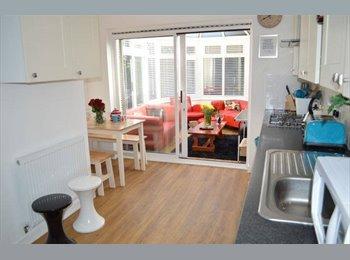EasyRoommate UK - 2 DOUBLE ROOMS, ONE WITH EN-SUITE, AVAILABLE  - Tunbridge Wells, Tunbridge Wells - £620 pcm