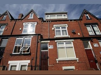 Room available NOW! Woodhouse, 20 mins from town by walking...