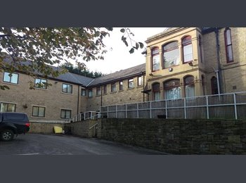 EasyRoommate UK - Ashleigh House Single Rooms - Huddersfield, Kirklees - £350 pcm