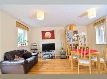 Five lovely rooms in Beckton - 5 mins walk (12PR)