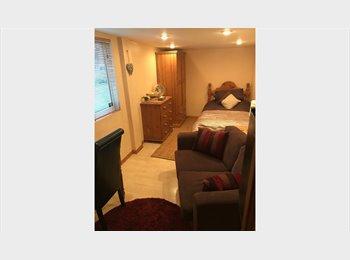 NO BILLS Double Room Quiet Guildford GU1 @ £135 p/w