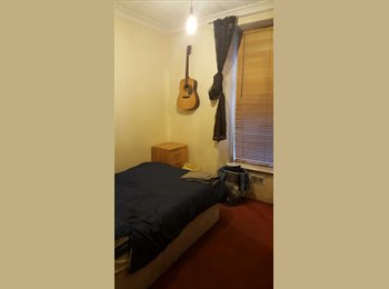 Double Room to rent at 2 bedroom flat