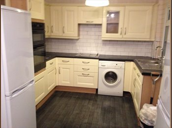 Double rooms incl all bills. Newly refurb house.