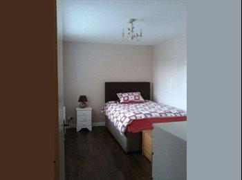 EasyRoommate UK - double room  - Bermondsey, London - £800 pcm