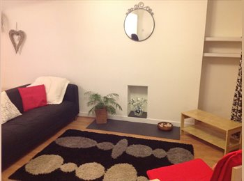 EasyRoommate UK -  3 Double bedrooms available in great house in St Thomas. - Swansea, Swansea - £390 pcm