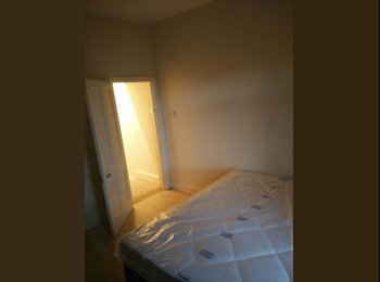 Large double room to let in cv1
