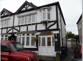 THREE BEDROOM HOUSE IN REDBRIDGE