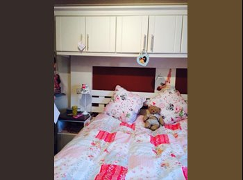 EasyRoommate UK - Room in a modern 5 bedroom house - Winton, Bournemouth - £400 pcm