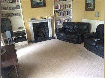 EasyRoommate UK - Fantastic Double room in period property - Cheltenham, Cheltenham - £430 pcm