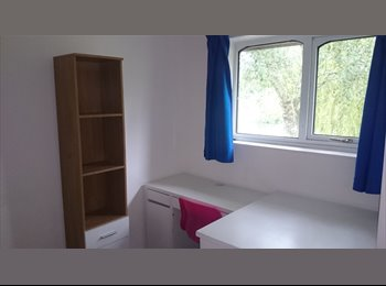 EasyRoommate UK - Attractive house overlooking a lake - Weston Favell, Northampton - £375 pcm