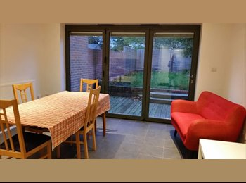 EasyRoommate UK - One double bedroom - Upton, Slough - £575 pcm