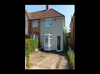 EasyRoommate UK - CLEAN ROOM IN PROFESSIONAL FEMALE HOUSE - HARBORNE - Harborne, Birmingham - £270 pcm