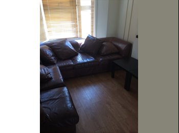EasyRoommate UK - Looking for a 6th housemate on Dogfield Street... - Cathays, Cardiff - £292 pcm