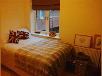 EasyRoommate UK - Small double bed with own bathroom - Waterlooville, East Hampshire and Havant - £400 pcm