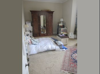 EasyRoommate UK - Large double room to rent in a delightful flat in Clifton Village. - Clifton, Bristol - £550 pcm