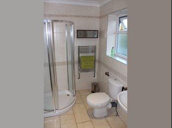 EasyRoommate UK - FABULOUS MODERN HOUSE SHARE!  - Cheltenham, Cheltenham - £450 pcm
