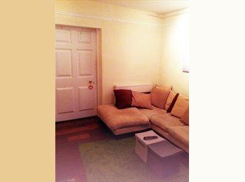 EasyRoommate UK - litlle charming flatsharing - Cheltenham, Cheltenham - £375 pcm