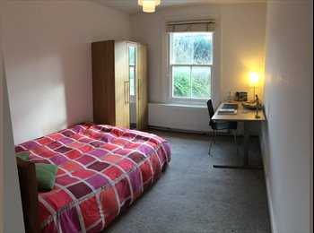 EasyRoommate UK - Double Room with Private Bathroom - Cricklewood, London - £890 pcm