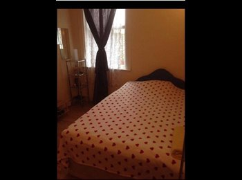 Double Room for a single professional. Stratford