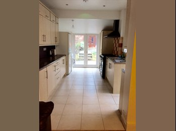 EasyRoommate UK - High spec property with extra larges rooms - Lower Earley, Reading - £600 pcm