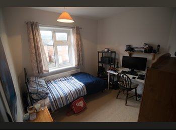EasyRoommate UK - Beautiful room in modern student house, 10 minute walk to UoL - Knighton, Leicester - £320 pcm