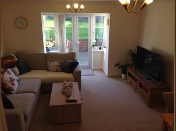 2 x Large Double rooms, Churwell Morley, 7 mins to City...
