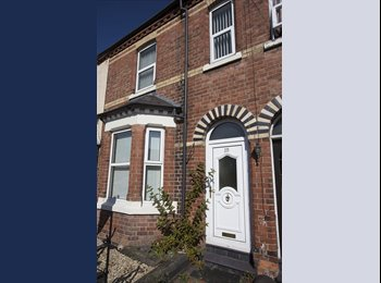 EasyRoommate UK - Spacious double rooms now available in central Wrexham! - Rhos-ddu, Wrexham - £300 pcm
