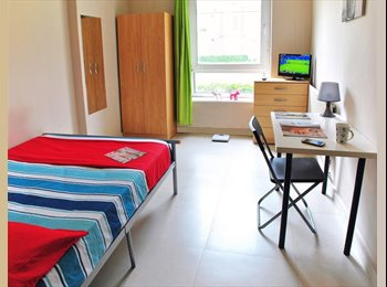 EasyRoommate UK - Double bed available in Jesson House metro Elephant & Castle. - Elephant and Castle, London - £764 pcm