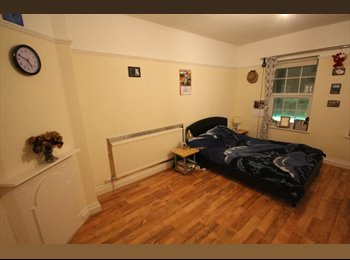 EasyRoommate UK - Large Double Room to let in Edgware - Edgware, London - £600 pcm