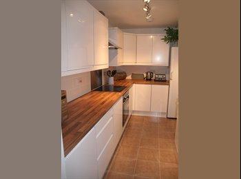 EasyRoommate UK - Clean, quiet newly refurbished house in Burslem - Burslem, Stoke-on-Trent - £347 pcm