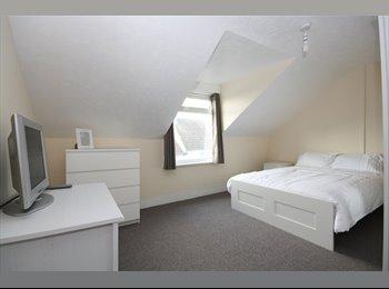 EasyRoommate UK - Double Furnished Room - Folkestone, Folkestone - £435 pcm