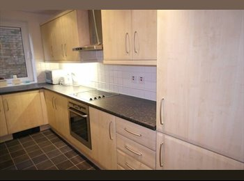 EasyRoommate UK -  2 Large Double Room in Young Professional Share House - Morden, London - £600 pcm