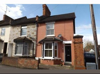 EasyRoommate UK - Furnished Double Room To Rent In Clean Modern Home - Tilehurst, Reading - £450 pcm
