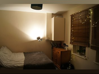 EasyRoommate UK - Double room in 2bed flat with huge living room. - Whitechapel, London - £845 pcm